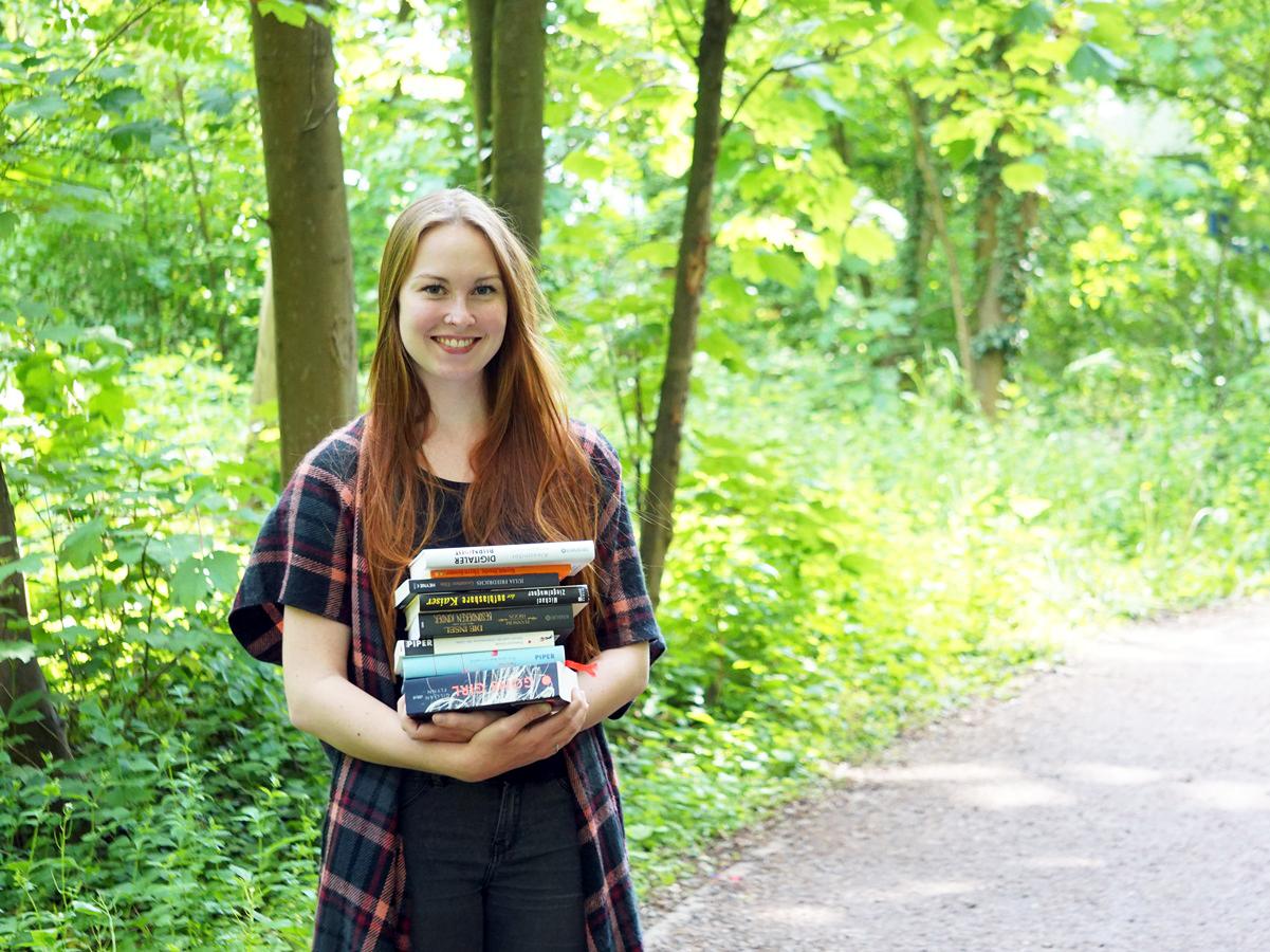 Psychologie-Studentin Sophie Hausmann arbeitet neben dem Studium im Kinderbuchladen Trotzkopp. Foto: Constanze Schreiner
