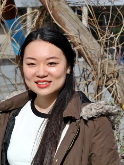Austsauschstudentin Min Ke hat den weiten Weg von China nach Koblenz gewagt. Die weg Design-Studentin kommt aus einer Millionenstadt am ostchinesischen Meer und mag das kleine Koblenz sehr - vor allem zur fünften Jahreszeit. Foto: Felix Bartsch