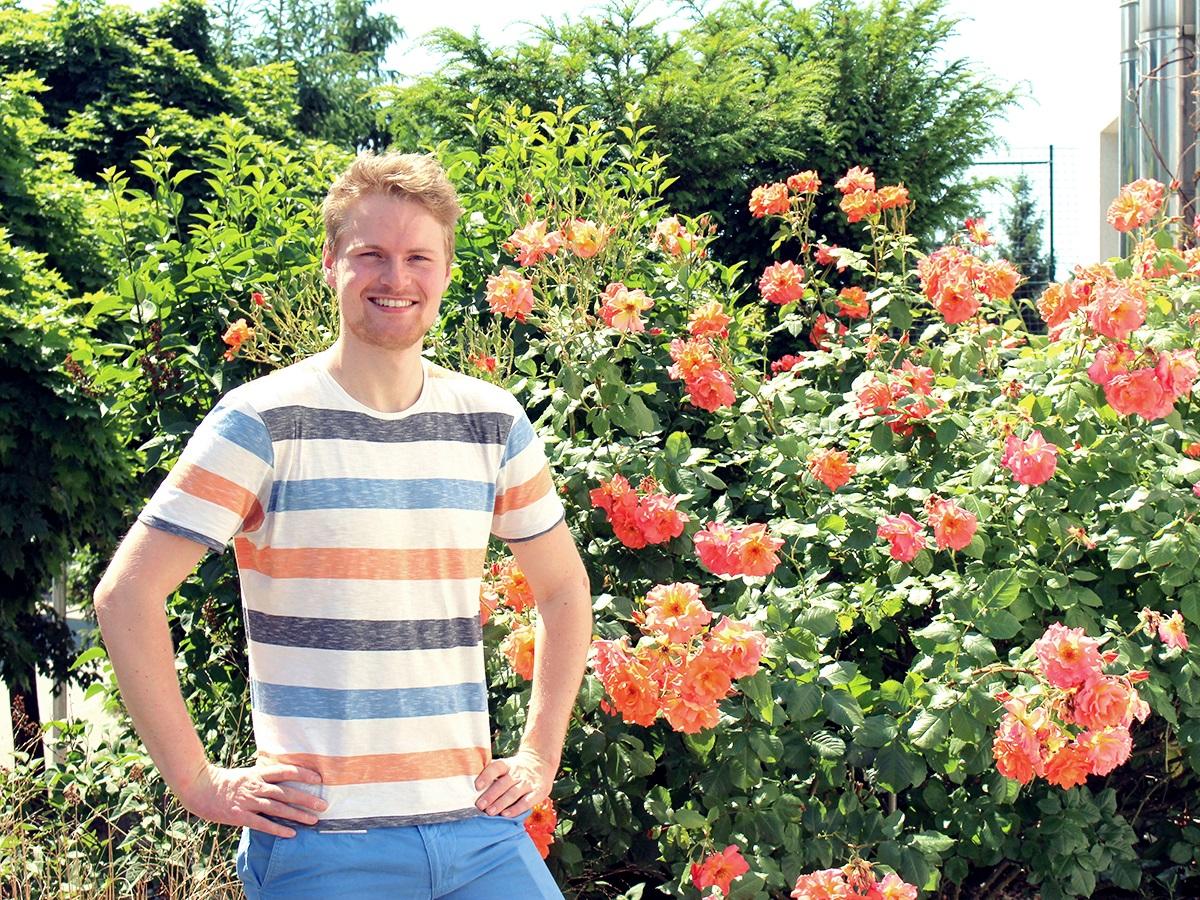 Adrian Staffen (24) ist ehrenamtlich aktiv und setzt sich für Greenpeace und ARIWA ein. Foto: Esther Guretzke