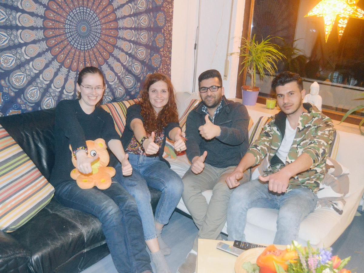 Die Welcome Dinner-Runde (von links nach rechts): Linda Koch, Jana Adams, Khaled Kalshika und Amir Yahia Aldabbas. Foto: Anna Maria Junghänel