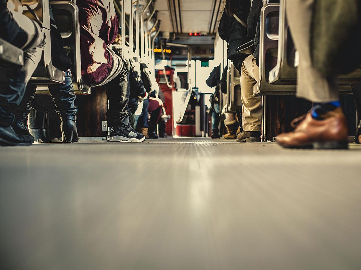 Kleidung, Verhalten, Platz in der Gesellschaft - wie wir uns selbst und andere uns wahrnehmen, wird stark von den Vorstellungen geprägt, die wir mit Geschlechterrollen verbinden. Das Thema hat deshalb auch eine hohe wissenschaftliche Relevanz. Foto: Unsplash/Matthew Henry