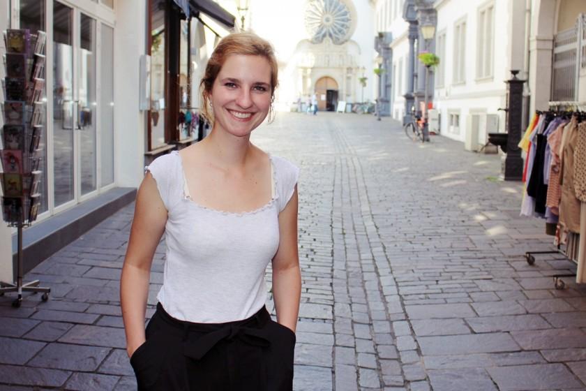 Pädagogik-Studentin Marielle Mangold interessiert sich für die Online-Wege der Liebe. Foto: Esther Guretzke