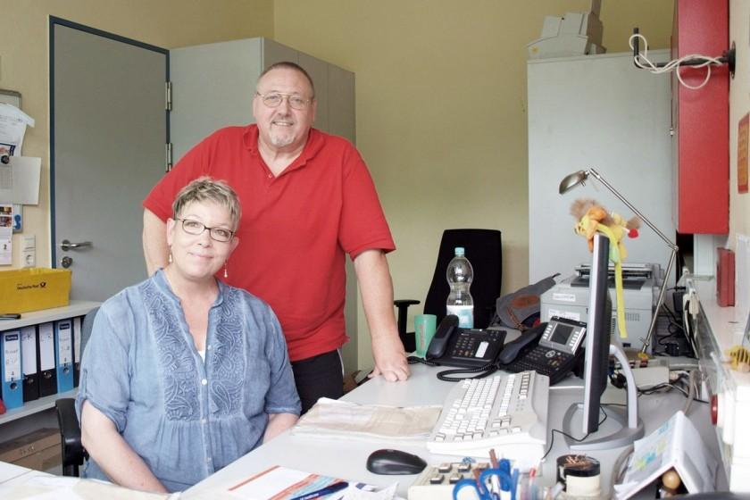 Ingrid und Peter Endres sind seit 42 Jahren verheiratet und verstehen sich auch am Arbeitsplatz gut. Foto: Lisa Engemann