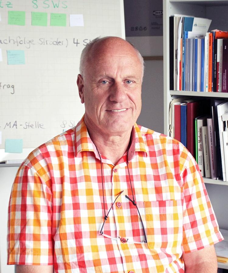 Prof. Dr. Christian Schrapper hat im Rahmen zahlreicher Projekte zu der Aufarbeitung der Geschichte deutscher Kinder- und Jugendheime beigetragen. Foto: Esther Guretzke