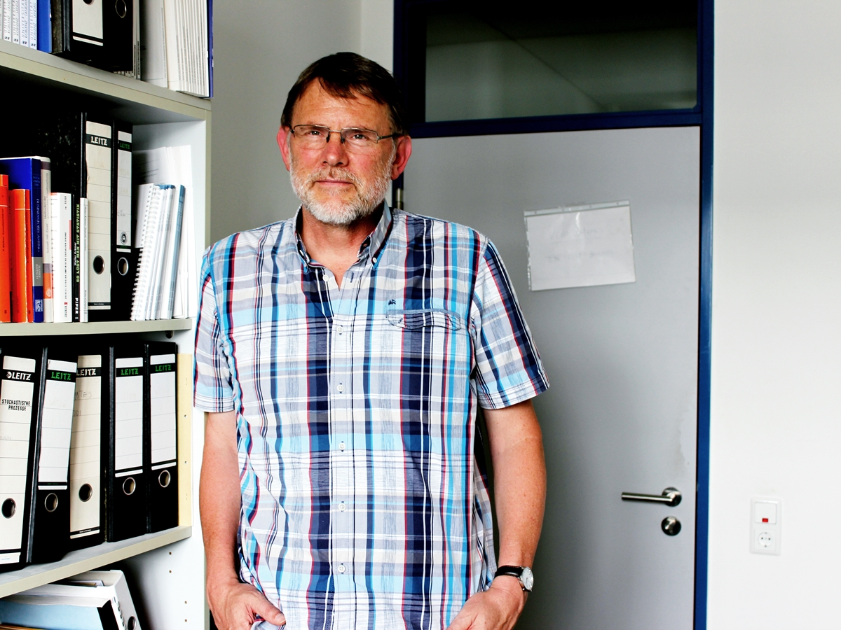Der Diplom-Informatiker Dr. Michael Möhring ist neben der Forschung und Lehre für das Institut Wirtschafts- und Verwaltungsinformatik auch mit dem Datenschutz am Campus Koblenz betraut. Foto: Natalie Henzgen