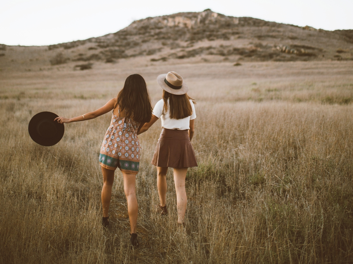 Auf Freunde, die auf Erfolgskurs sind, muss man nicht neidisch sein. Im besten Fall ziehen sie einen mit. Foto: Unsplash/Clarisse Meyer