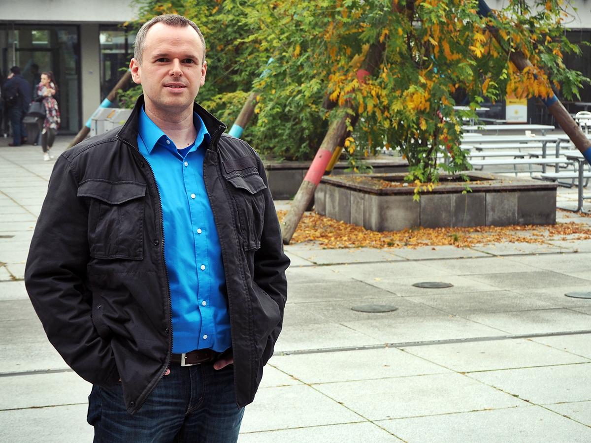 Thomas Hild ist Experte für Arbeitsschutz. Er erkennt am Campus Koblenz Gefahren, die sich dem Blick Anderer noch entziehen und sucht nach passenden Lösungen. Foto: René Lang