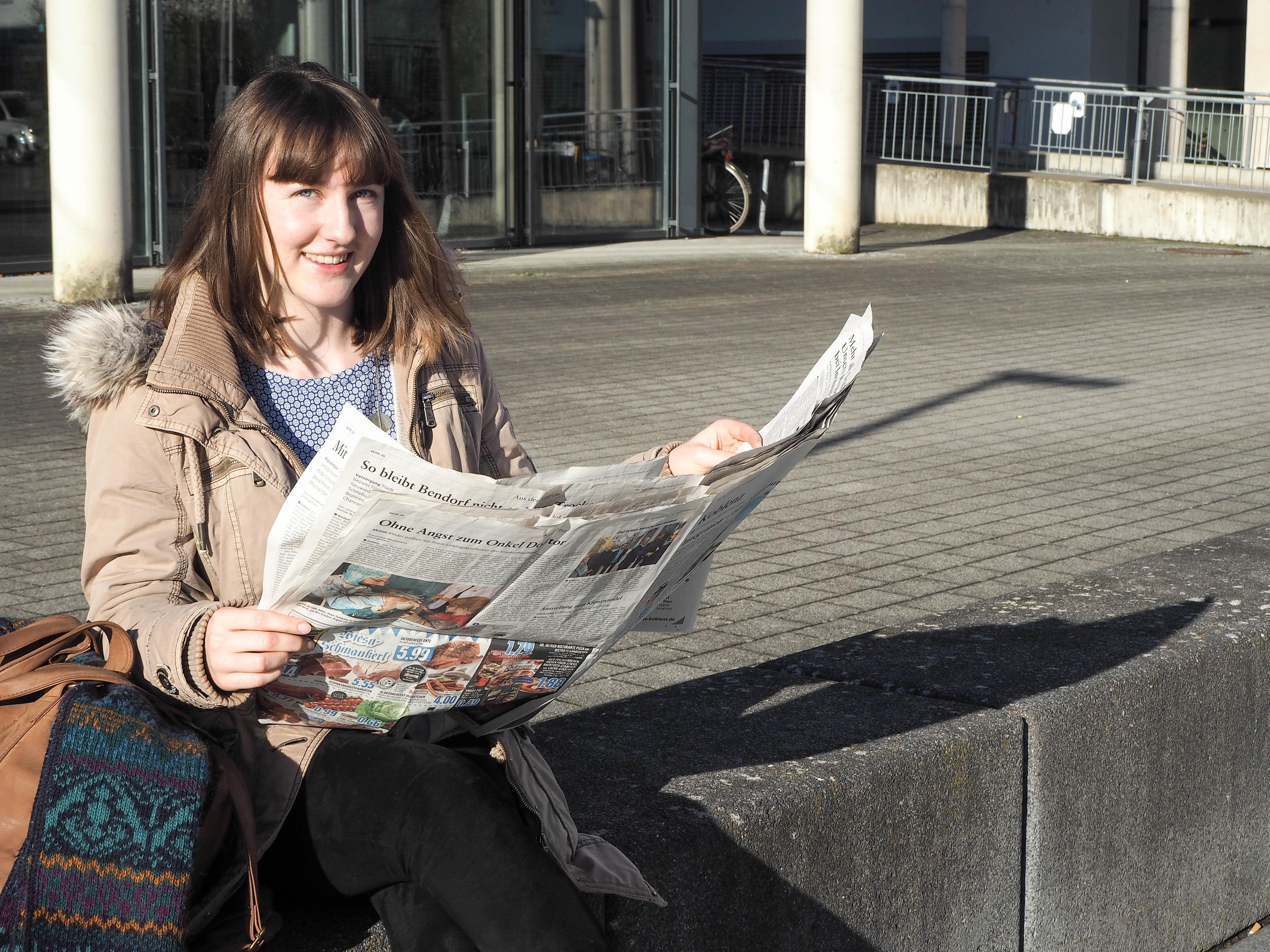 Kulturwissenschaftsstudentin Lisa Engemann hat ein Praktikum bei der Rhein-Zeitung in Koblenz gemacht und den turbulenten Redaktionsalltag genossen. Foto: René Lang