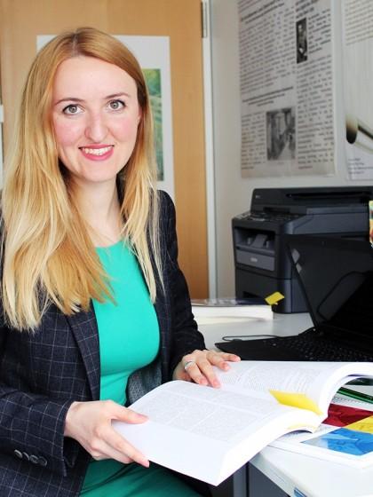 Dariia Orobchuck aus der Ukraine promoviert in Koblenz und hat im Oktober 2017 den DAAD-Preis des Auswärtigen Amtes für hervorragende Leistungen ausländischer Studierender in Deutschland erhalten. Foto: Felix Bartsch