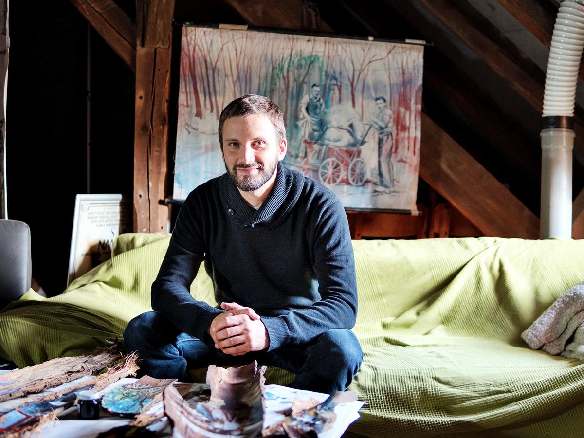 Der Künstler Rainer Steve Kaufmann ist in Landau aufgewachsen und hat Kunst am Campus Landau studiert. Nach einigen Jahren im Schuldienst kehrt er nun als Dozent an die Uni zurück. Fotos: Philipp Sittinger