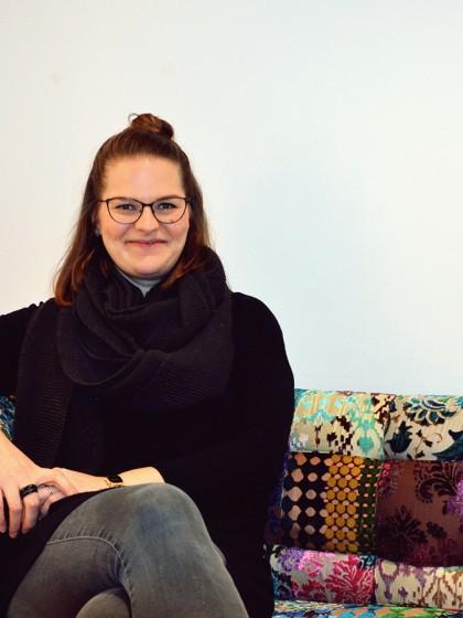 Christina Runkel-Horre hat Germanistik und Kunstwissenschaft am Campus in Koblenz studiert und dort auch promoviert. Heute leitet sie die Stadtgalerie in Neuwied. Foto: Hannah Wagner