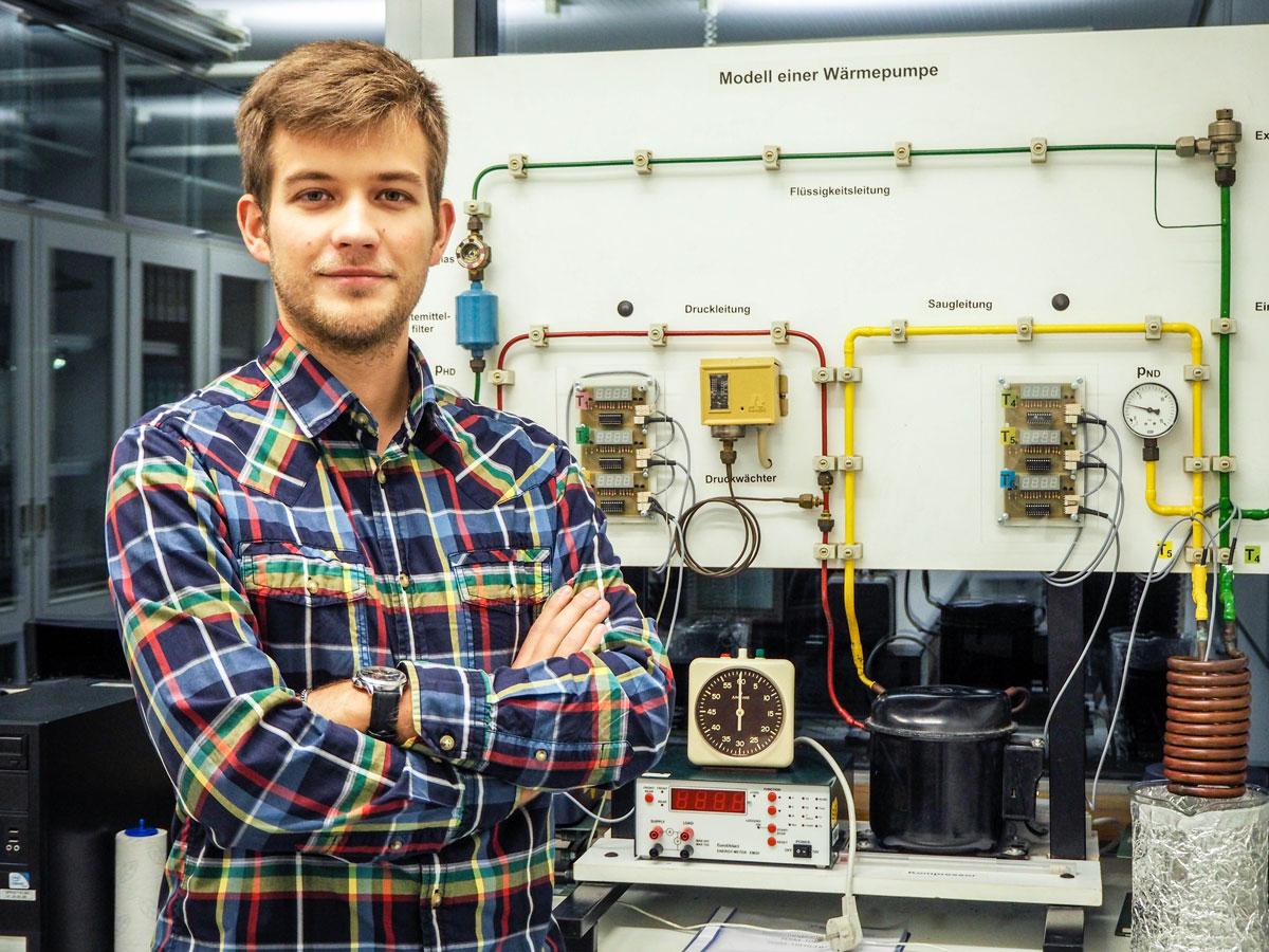 Weiß die Arbeit im Labor zu schätzen: Andrey Dashkevich ist fasziniert von der experimentellen Chemie. Foto: René Lang