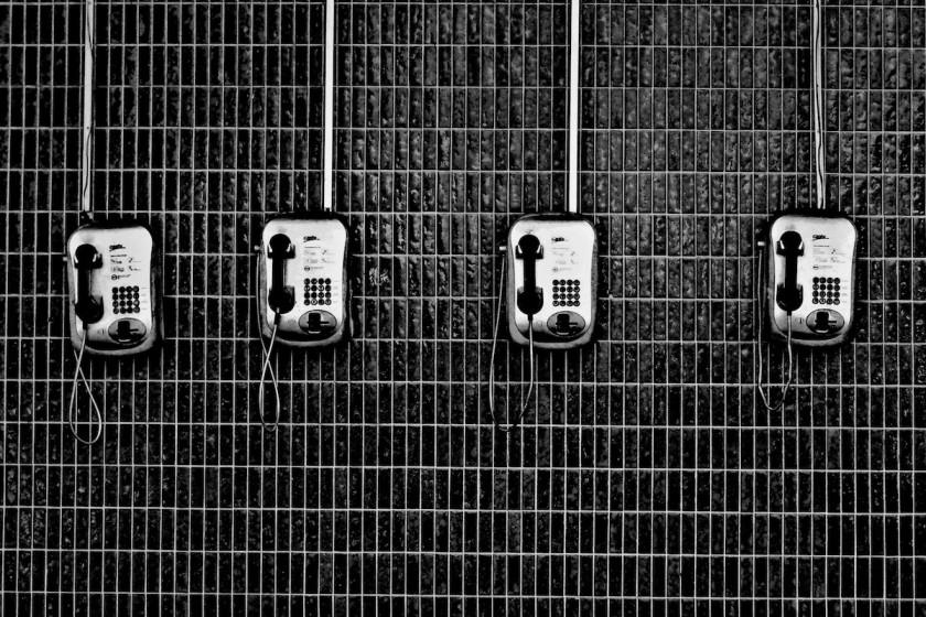Die erste Kontaktaufnahme zum Wunschunternehmen kostet oft Überwindung, zahlt sich aber meistens aus. Foto: Eduardo Sánchez/ Unsplash