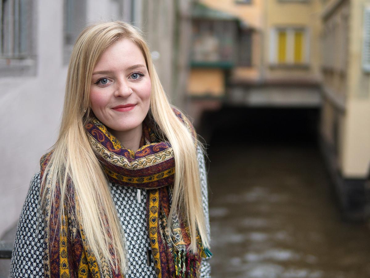 Klara Ventz arbeitet ehrenamtlich im Landauer Café Asyl und engagiert sich in der Flüchtlingshilfe. Foto: Philipp Sittinger