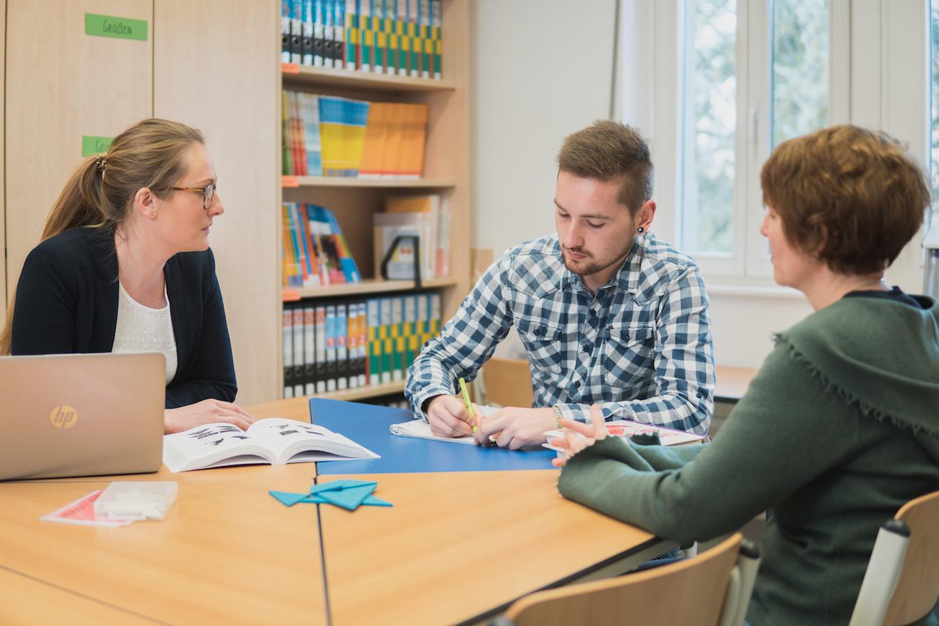Die Lernwerkstatt ist ein Materialparadies für Studierende. Foto: Philipp Sittinger