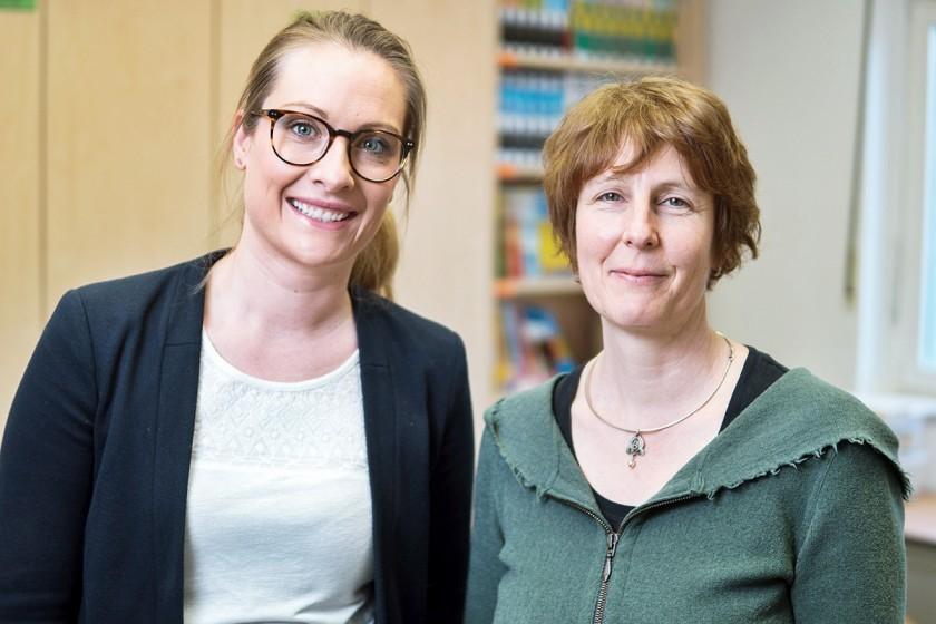 Katharina Bitzer (li.) und Dr. Stephanie Schuler haben gemeinsam ein Konzept für PriMa Lernwerkstatt entwickelt und einen Ort geschaffen, an dem Mathematik auf vielfältige Weise erlebt und praktiziert werden kann. Foto: Philipp Sittinger