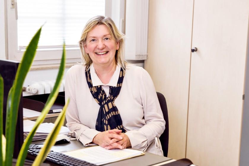 Seit 1989 ist Maria Scholten Mitarbeiterin der Universität: Aktuell ist sie Leiterin des Studierendensekretariats am Campus Koblenz. Foto: Teresa Schardt