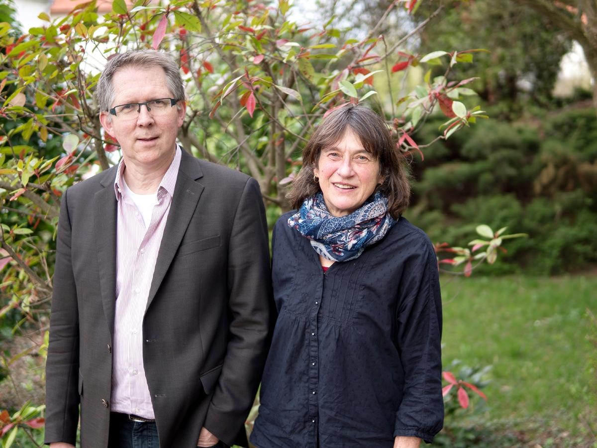 Prof. Dr. Matthias Bahr und Christine Schowalter wollen mit dem Projekt Menschenrechtsbildung das Thema Menschenrechte im Uni-Alltag präsent machen und angehenden Lehrern Zusatzqualifikationen vermitteln. Foto: Philipp Sittinger