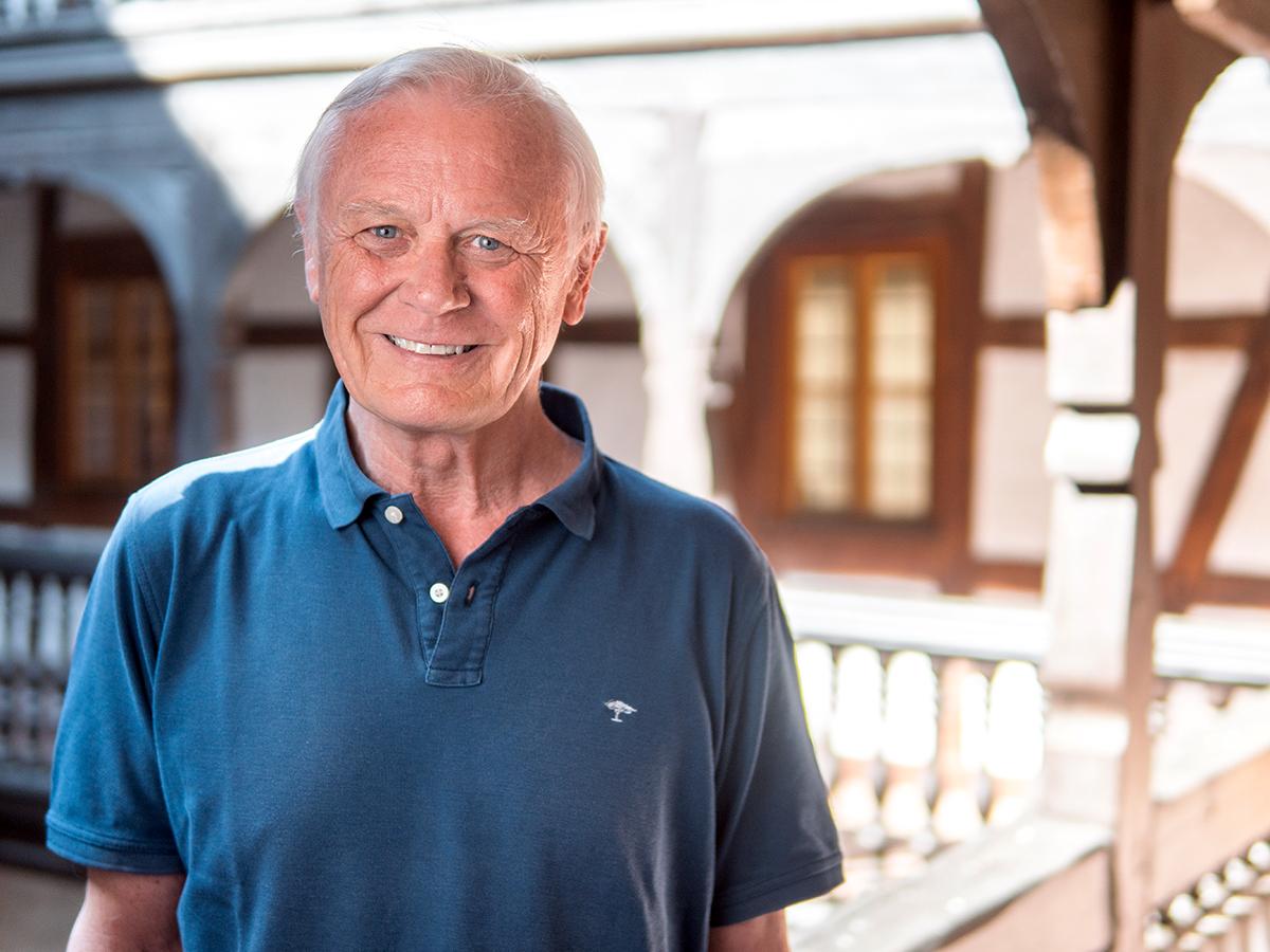 Wer rastet, der rostet: Während seine Söhne studieren, strebt Arnold Teicht seine Promotion in Politikwissenschaft an. Foto: Philipp Sittinger