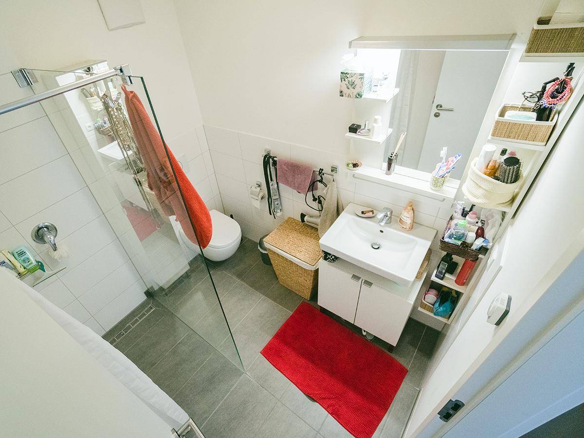 Ninas eigenes (!) Bad, das direkt an ihr Zimmer anschließt.