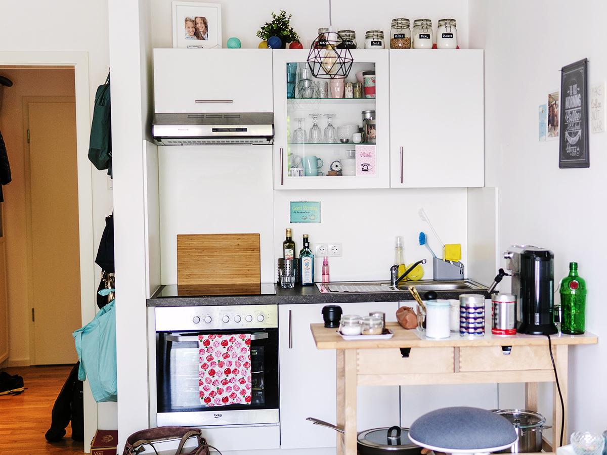 Die kleine Küche ist ebenfalls integriert.