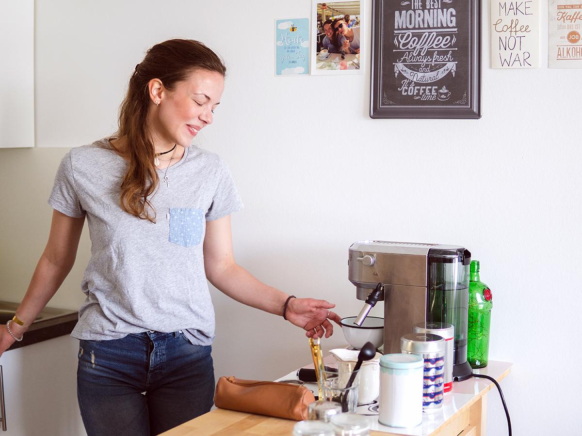Eine ordentliche Kaffeemaschine darf auch in der kleinsten Küche nicht fehlen.