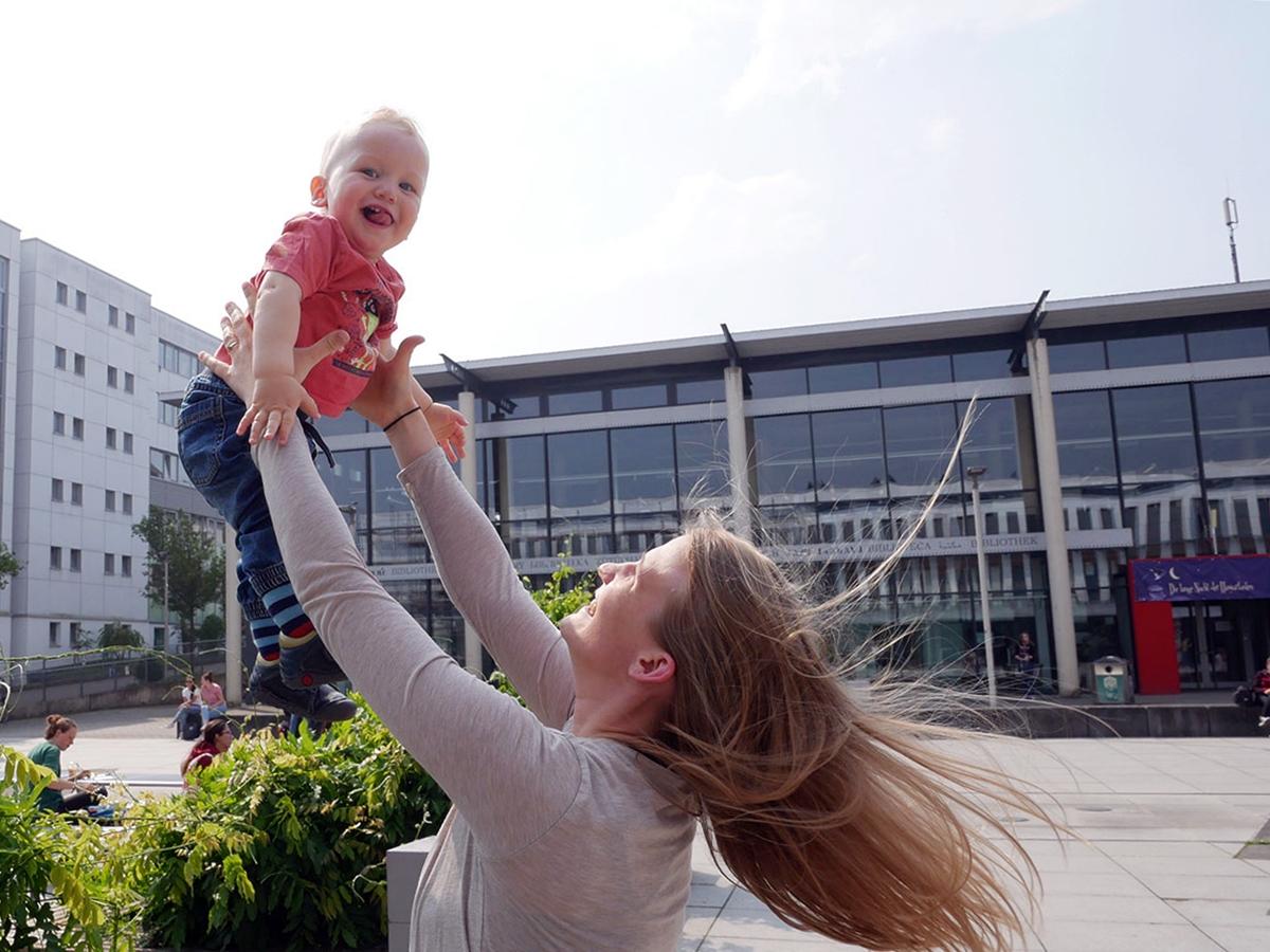 Statt ihren Kinderwunsch hinten anzustellen, hat Svenja Winzer sich für Kind und Studium entschieden. Foto: Jan Reutelsterz