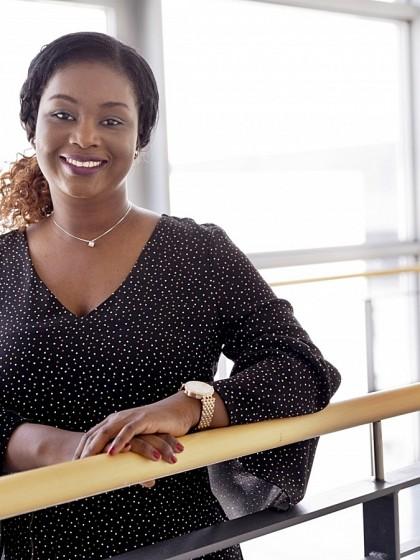 Beatrice Kaba hat sich für das Studium Informationsmanagement entschieden. Mit ihrem Engagement für das Ada Lovelace-Projekt möchte sie junge Frauen dazu ermutigen, die Wahl ihres Studiengangs abseits von Geschlechterrollen zu treffen. Foto: Teresa Schardt