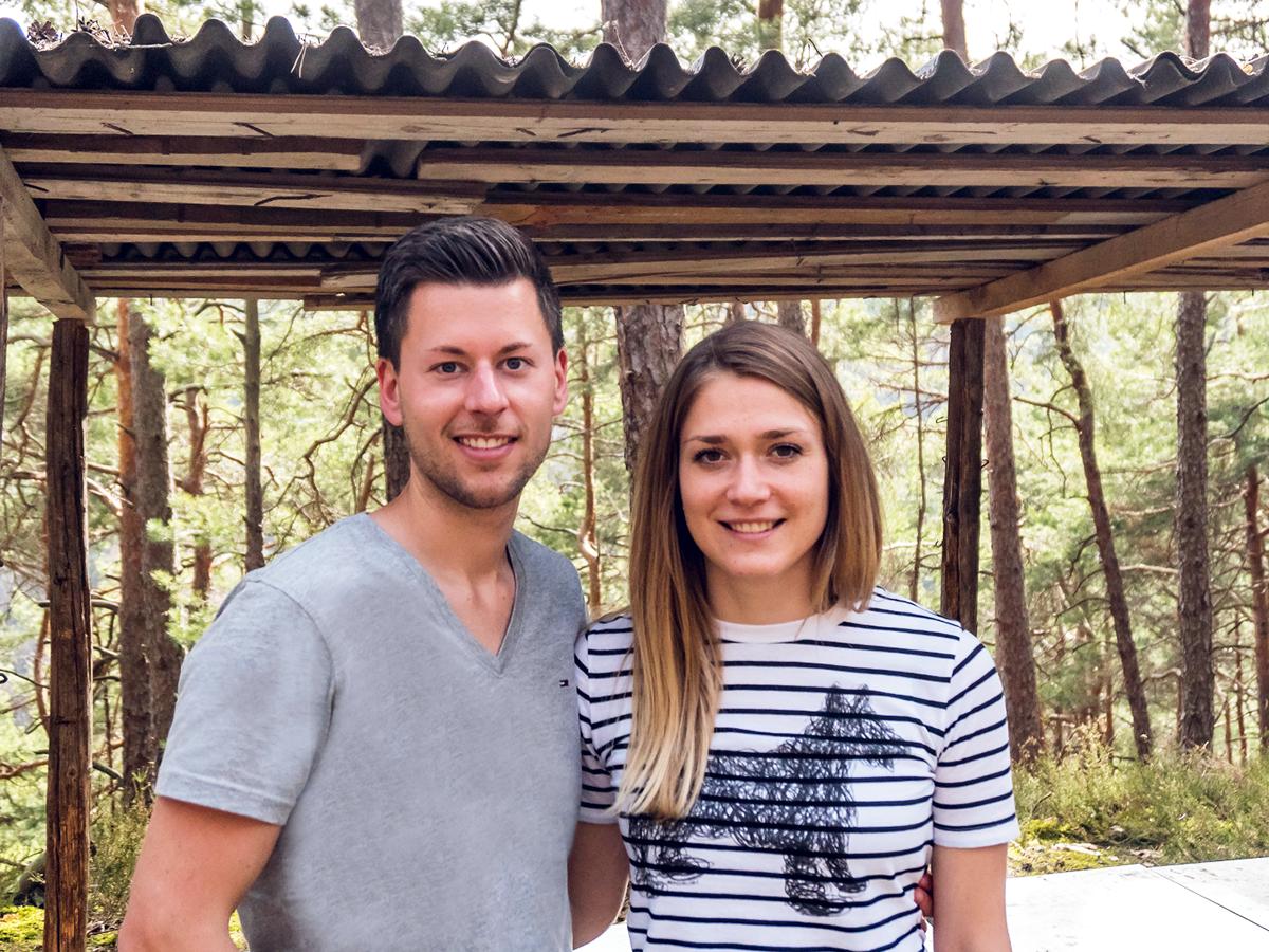 Im Urlaub kam Hoffmann und ihrem Freund Fabian Rink die Idee zu Imkerglück. Während sie mit den Bienen aufgewachsen ist, musste er sich erst langsam an die Insekten gewöhnen.