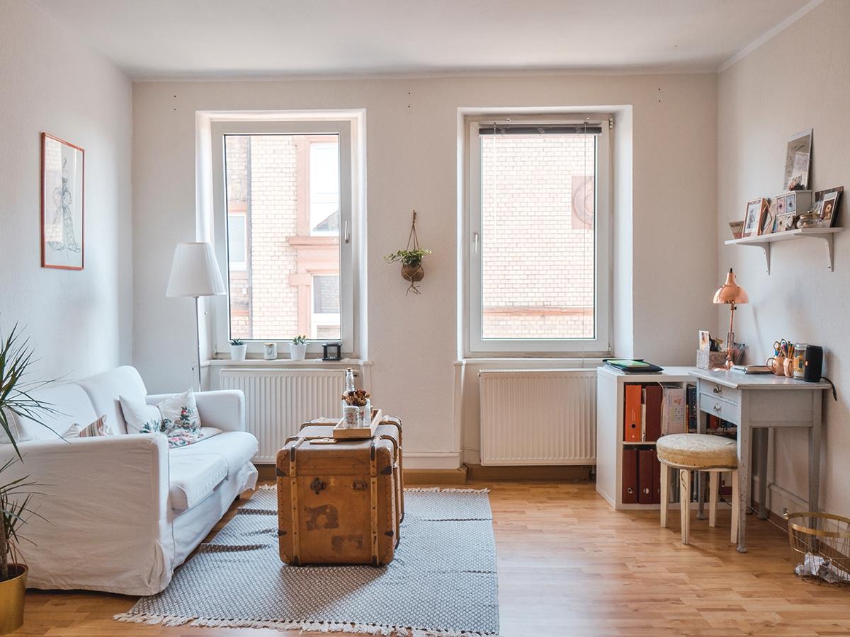 Herzstück von Julia Cutlers Zimmer ist ein Überseekoffer ihres Urgroßvaters, der als Tisch fungiert.