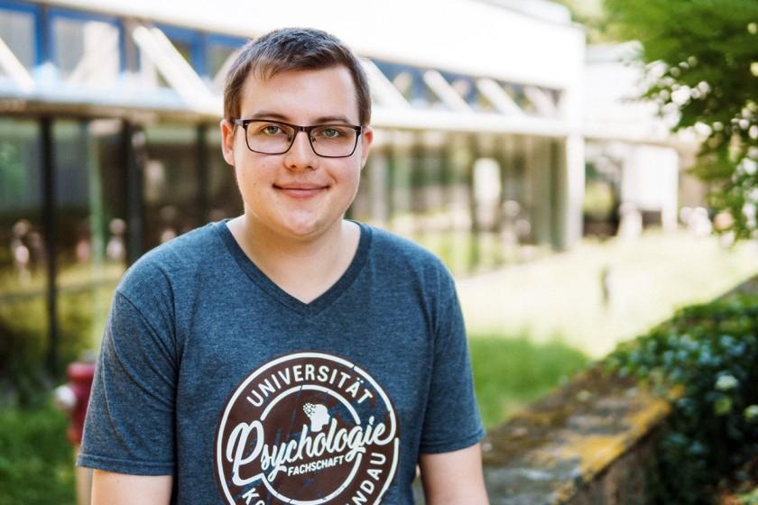 Die Uni aktiv mitgestalten: Psychologie-Student Fabian Hess engagiert sich in der Fachschaft und als Mitglied der Akkreditierungskommission, die die Qualität von Studiengängen prüft. Foto: Philipp Sittinger