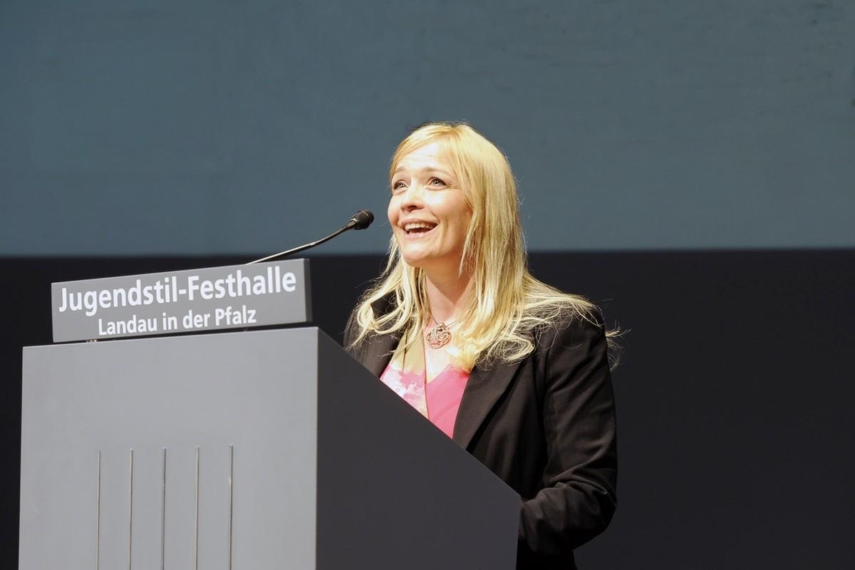 Anja Ohmer promovierte in Germanistik und Komparatistik an der Universität Tübingen und kam als Lehrbeauftragte an die Universität Koblenz-Landau. Foto: Katrin Hiller