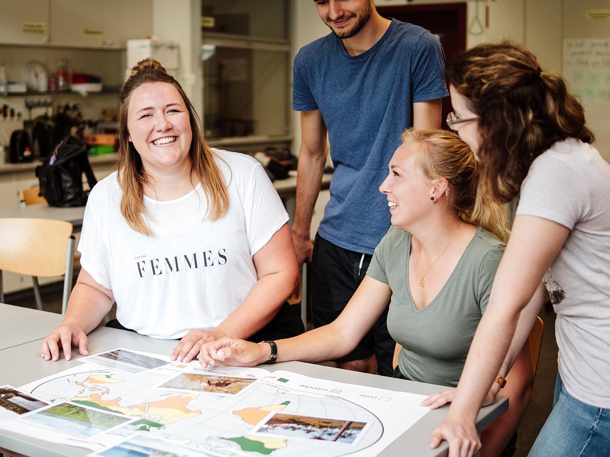 Francesca Alf (links) und ihre Mitstreiter hatten sichtlich Spaß bei der Arbeit am BTN-Zertifikat, das angehende Lehrer für das Thema Nachhaltigkeit sensibilisieren soll. Foto: Philipp Sittinger