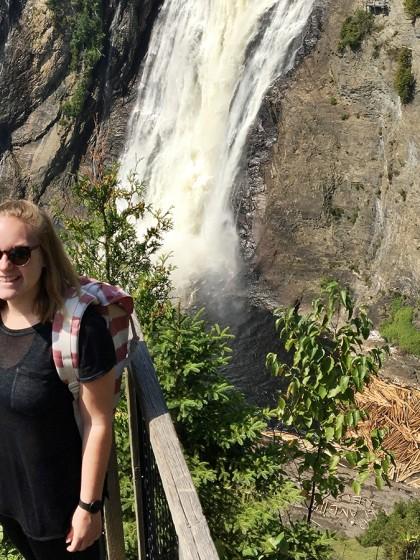 Andrea Pelleas am Montmorency Wasserfall in der kanadischen Provinz Québec, wo sie drei Monate an der Universität Laval studierte. Fotos: Privat