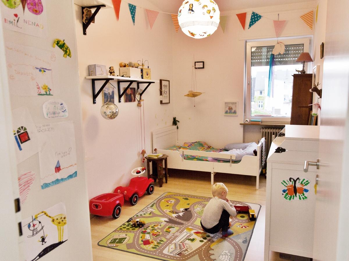 Das Kinderzimmer ist der einzige Raum in der Wohnung, in dem die Einrichtung vom Möbelschweden stammt.