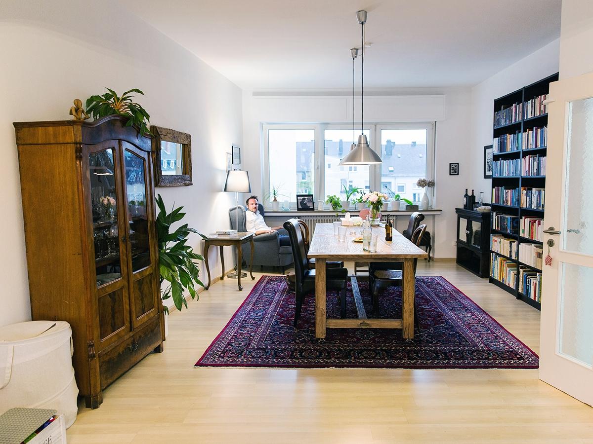 Gegessen wird im Esszimmer. Neben einer Buchwand steht Hannappels Ohrensessel, in dem er am liebsten den Tag ausklingen lässt.