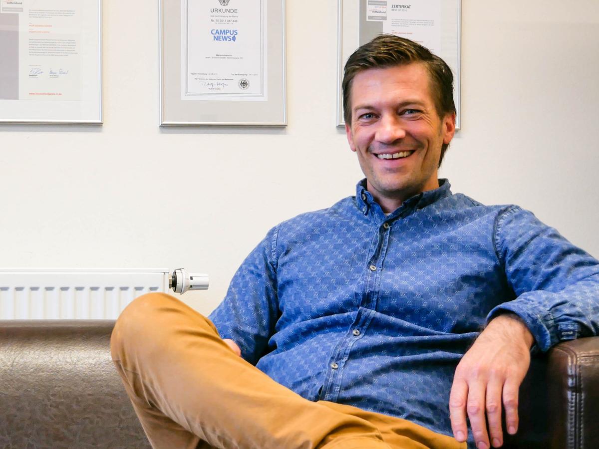 Mit seinem Unternehmen wizAI versucht Markus Maron die Forschung rund um Künstliche Intelligenz für die freie Wirtschaft anwendbar zu machen. Foto: Jan Reutelsterz