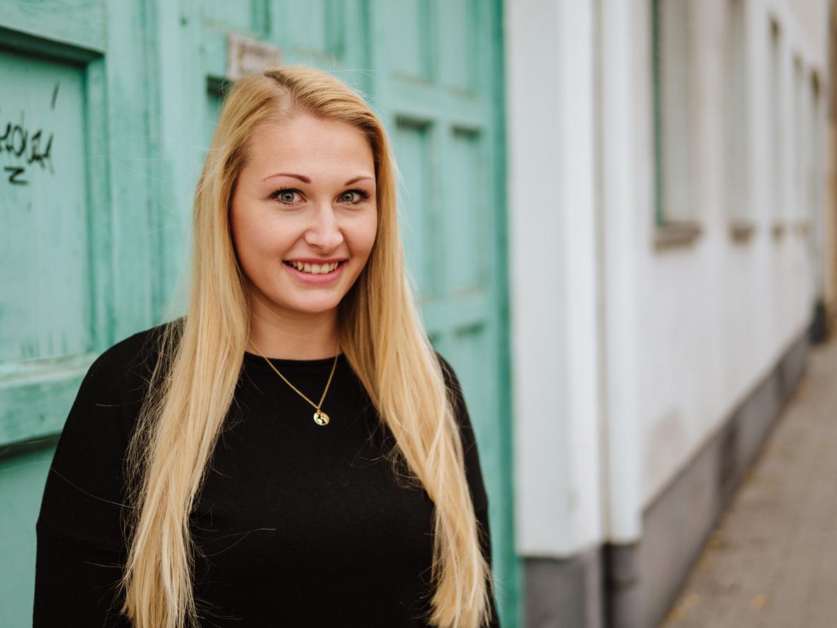 Dana Kölsch ist Jugendreiseleiterin. Sie arbeitet dort, wo andere Urlaub machen und betreut Jugendliche im Alter von 13 bis 19 Jahren. Foto. Philipp Sittinger