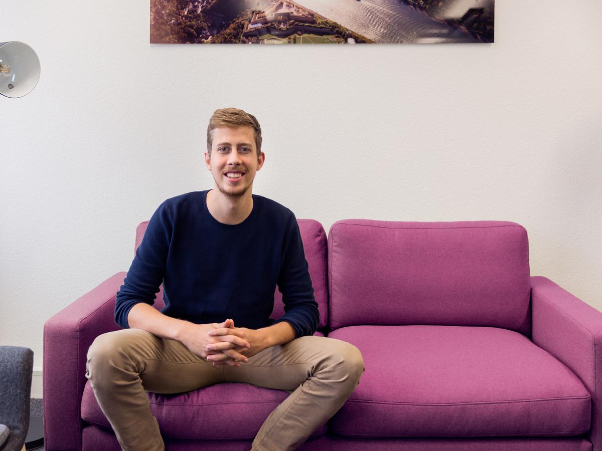 """Daniel Zacharaias studiert Informationsmanagement in Koblenz. Mit Freunden entwickelte er die Schulapp """"Sdui"""". Foto: Teresa Schardt"""