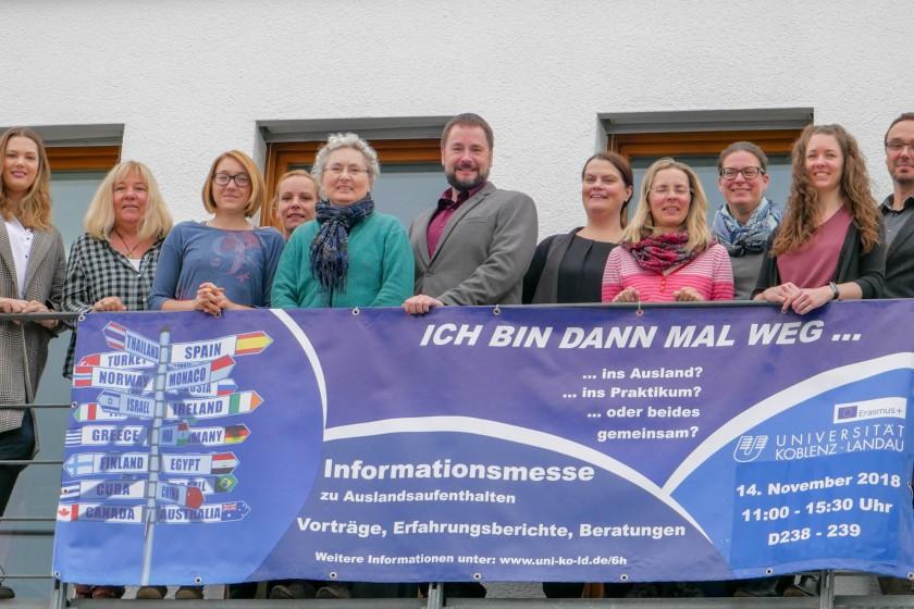 Das Team der Auslandsmesse beantwortet sämtliche Fragen zum Thema Auslandsaufenthalt im Studium. Foto: Jan Reutelsterz
