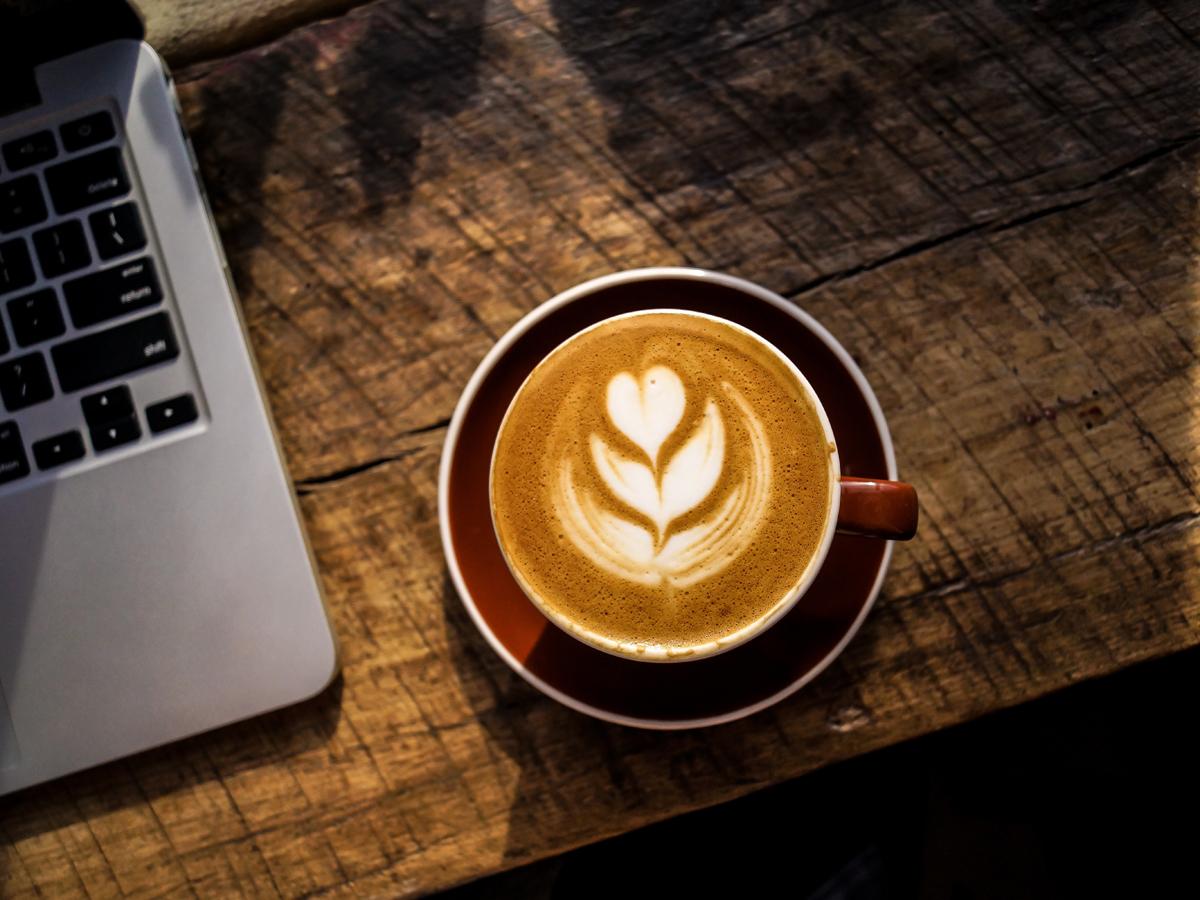 Kaffee ist für Bastian Stock im Studium genauso wichtig, wie die Luft zum atmen. Foto: Unsplash