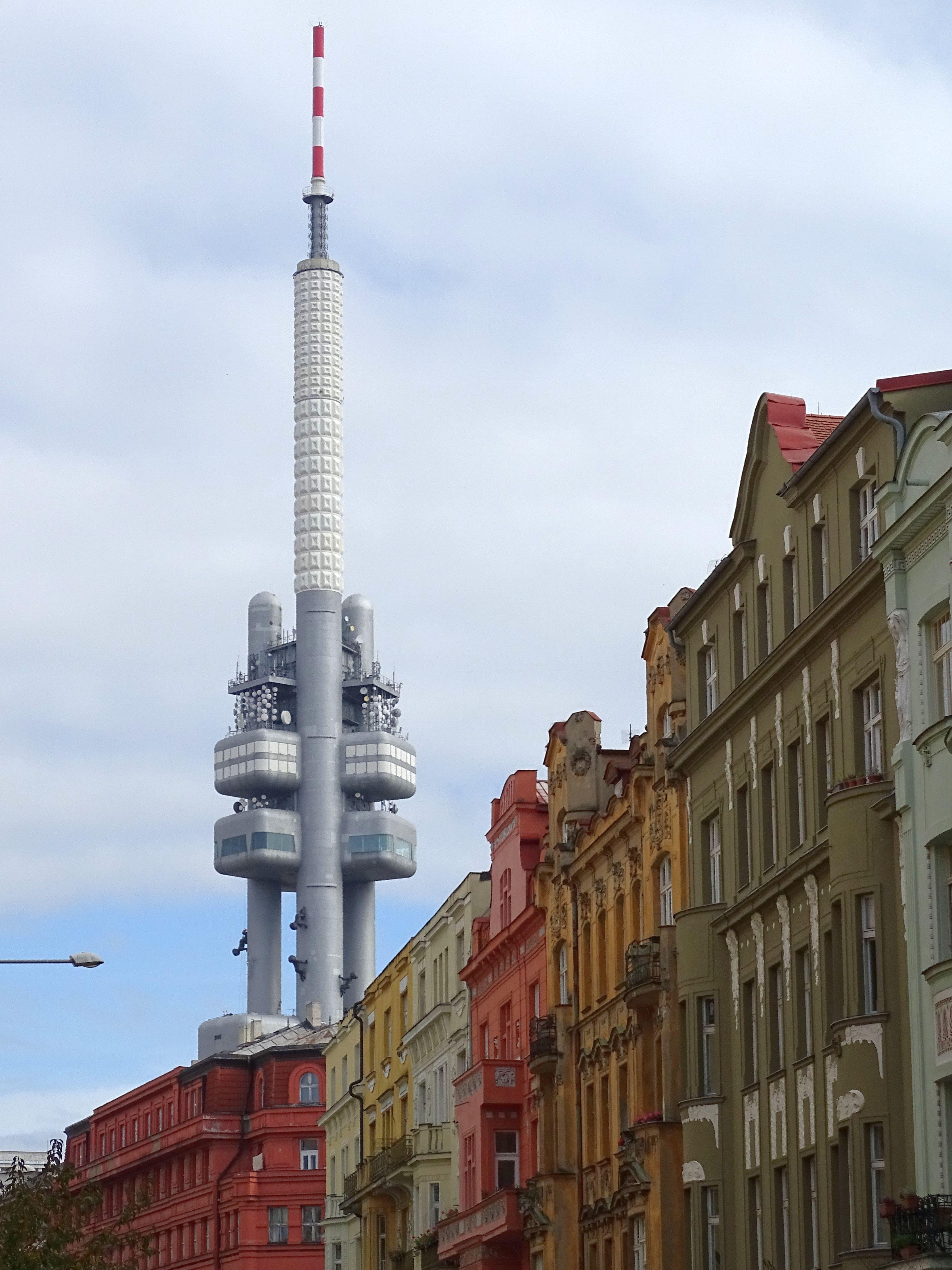 2009 zum zweithässlichsten Gebäude der Welt gekürt: Der Prager Fernsehturm.
