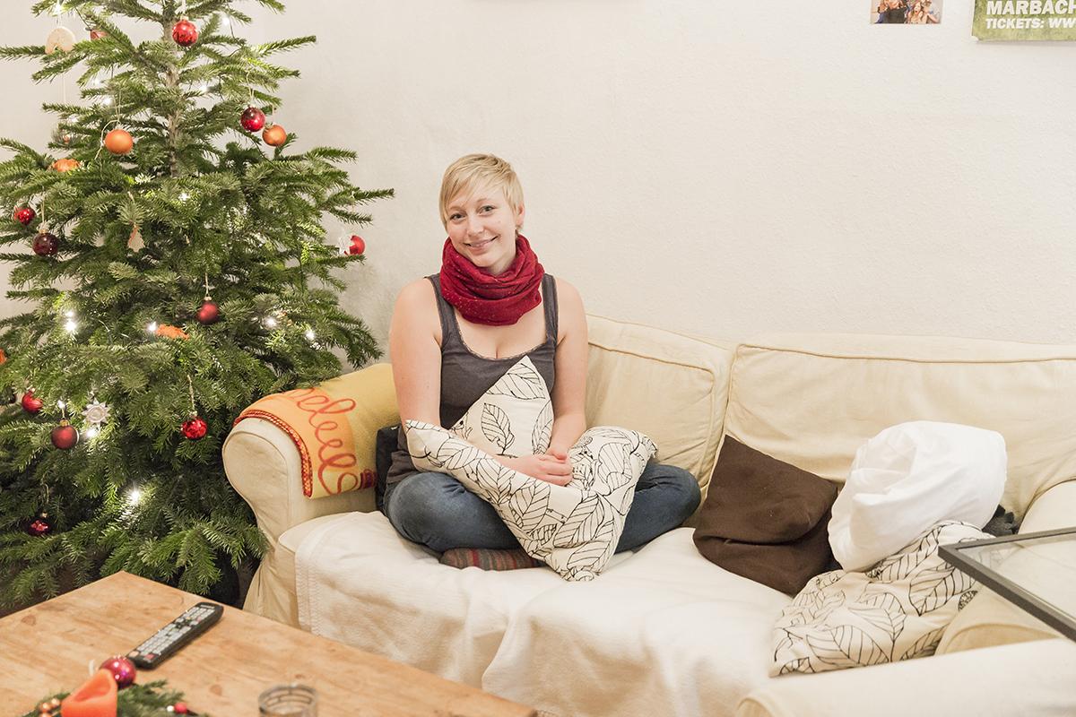 Inga Wüsthoff wohnt in einer Wohngemeinschaft mitten in der Koblenzer Altstadt. Unser Reporter besuchte die WG kurz vor Weihnachten und kam in den Genuss einer festlich geschmückten Wohnung. Fotos: Teresa Schardt