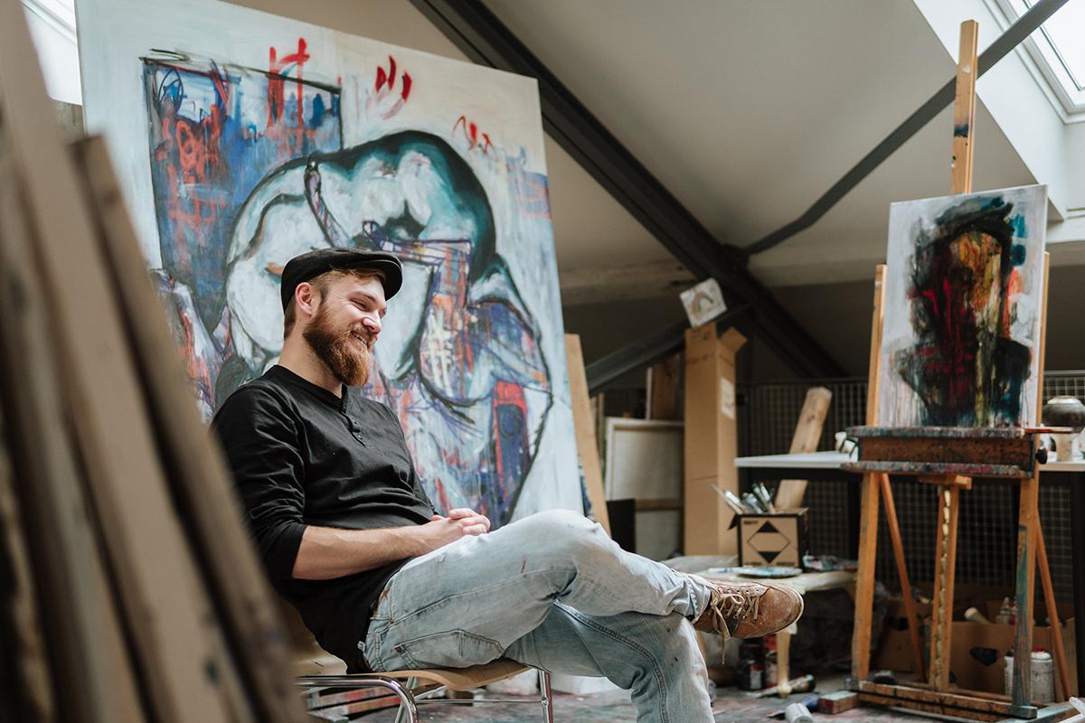 Auch Kunststudent Manuel Weiland genießt die neue Arbeitsatmosphäre. Foto: Philipp Sittinger