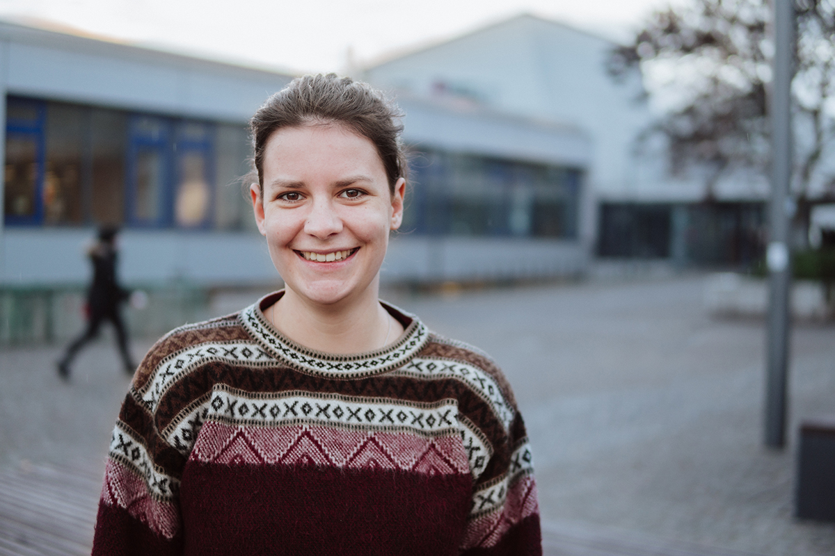 Rabea Immer studiert Sozial- und Kommunikationswissenschaften. Sie ist vor allem von der Vielfältigkeit des Studiengangs begeistert. Foto: Philipp Sittinger