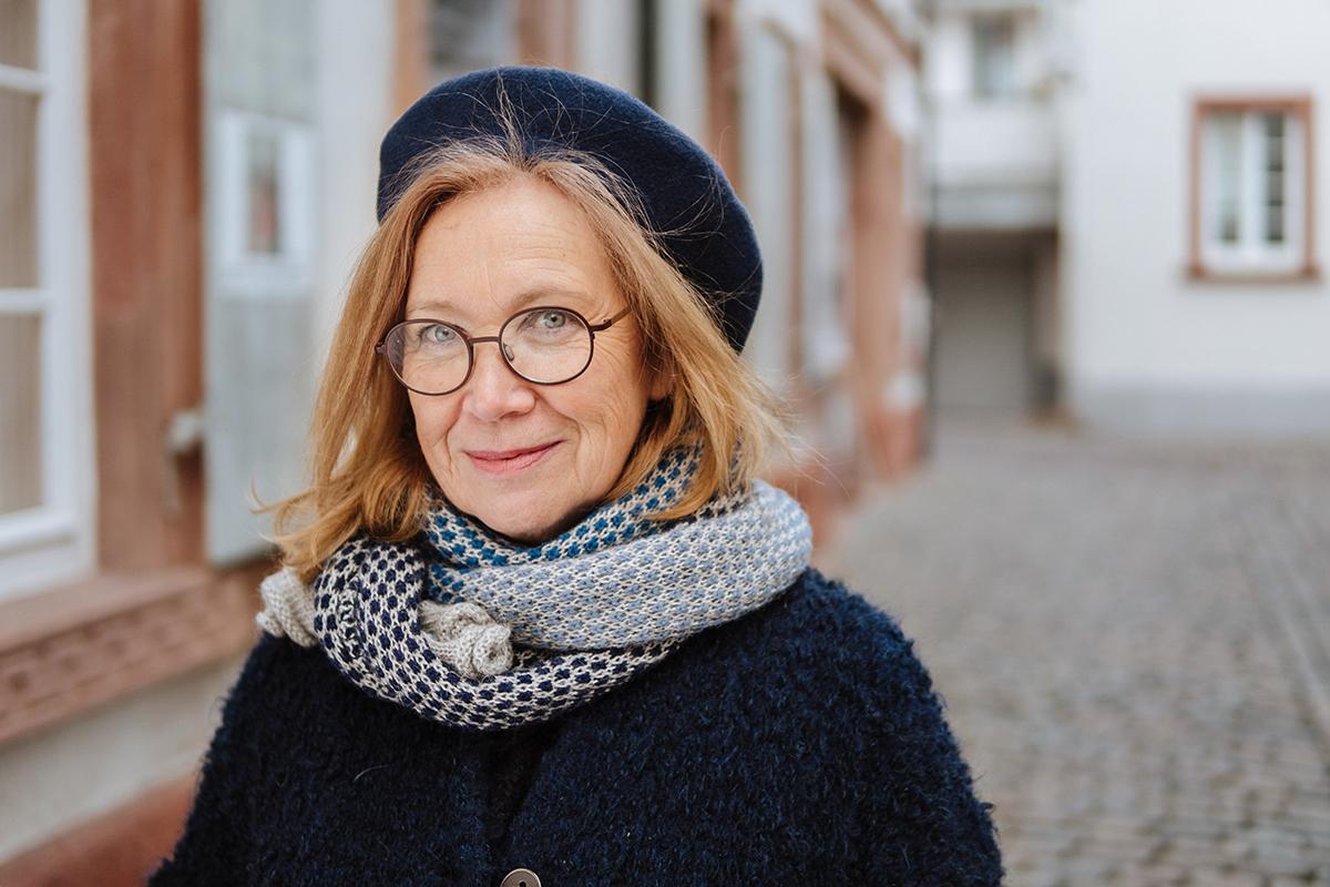 Dr. Jacqueline Breugnot betreut das Projekt SERIOR. In diesem Netzwerk sollen PhD-Studierende und Postdocs zusammenkommen und sich austauschen. Foto: Philipp Sittinger