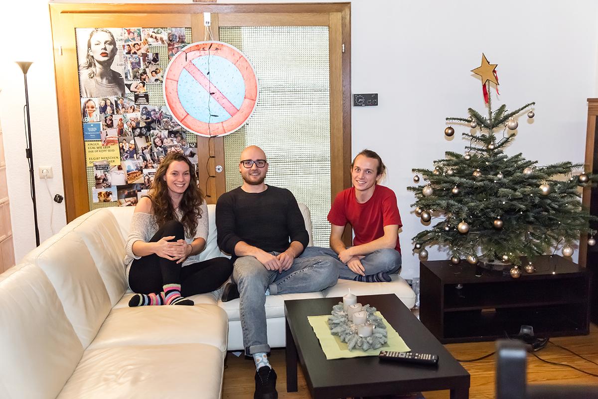 Tobi wohnt in einer 7er-WG in Koblenz. Durch seine sechs Mitbewohner lernt er immer wieder neue Leute kennen. Trotzdem genießt jeder seine Privatsphäre. Fotos: Teresa Schardt