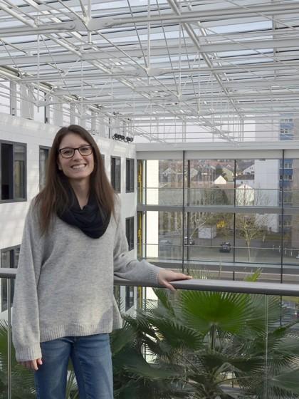 Jana Willenbacher schaffte über ein Praktikum den Einstieg in ihren heutigen Beruf als Personalsachbearbeiterin beim Frauenhofer ITWM. Foto: Jana Willenbacher
