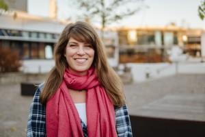 Dorina Hauck arbeitet neben ihrem Masterstudium in Gymnasiallehramt als PES-Kraft an einer Schule. Foto: Philipp Sittinger
