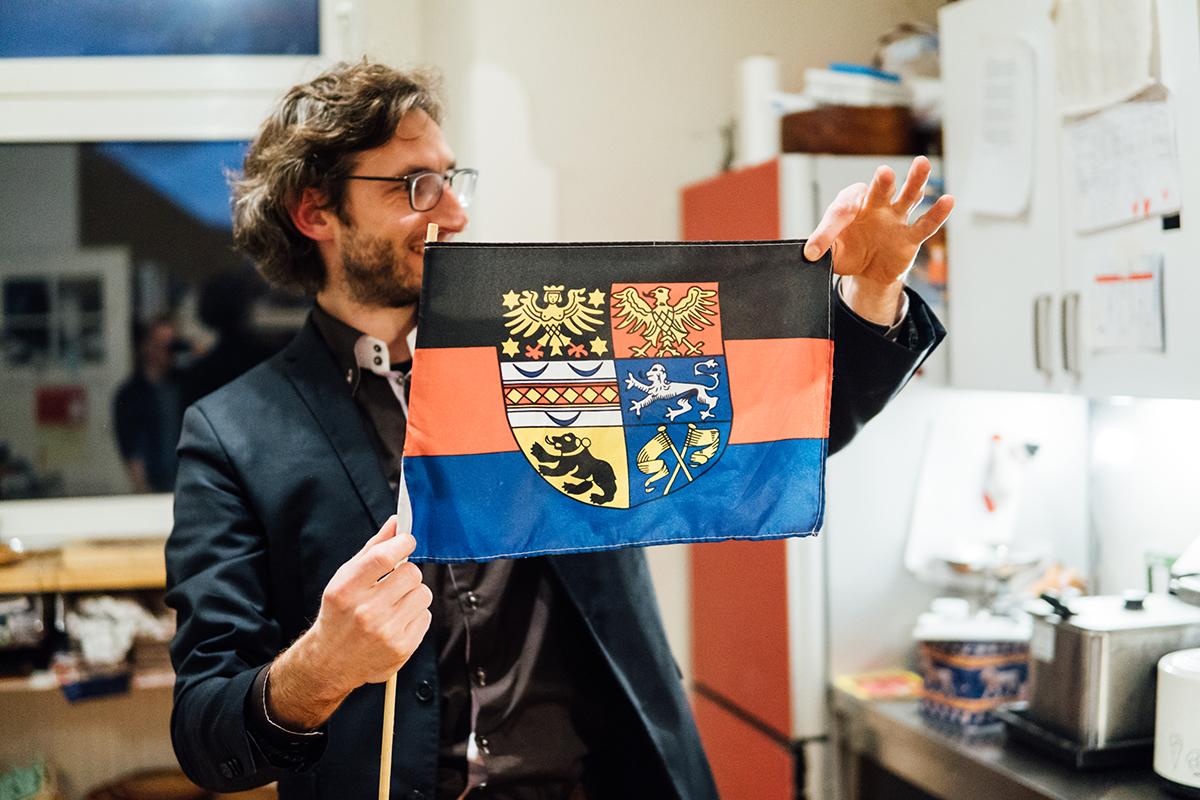 Berend Barkela kommt aus Ostfriesland. Darauf ist er stolz und zeigt sprichwörtlich Flagge. Foto: Philipp Sittinger